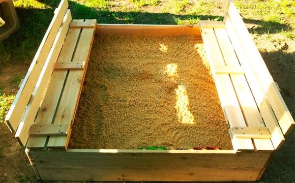 сделать песочницу с крышкой