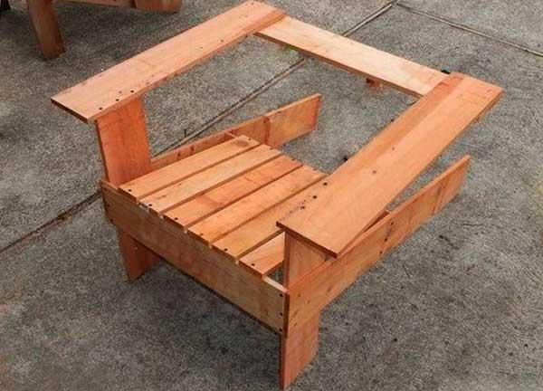 садовое кресло из досок