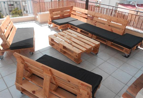 диван из деревянных паллет