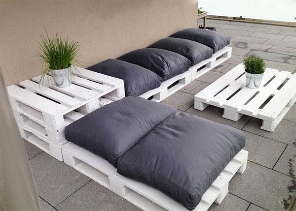 диван из поддонов для дачи