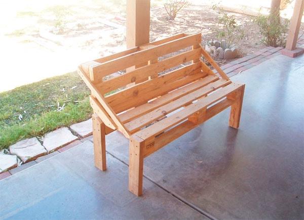 скамейка из поддонов для дачи