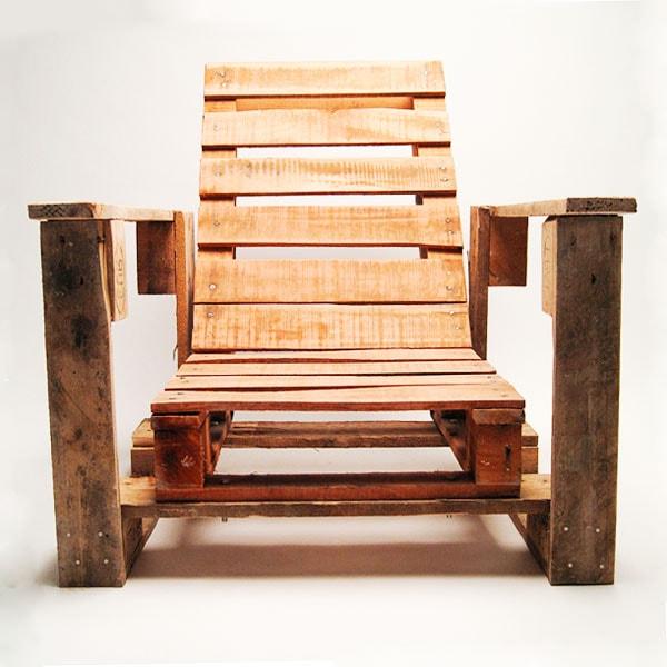 сделать кресло из поддонов