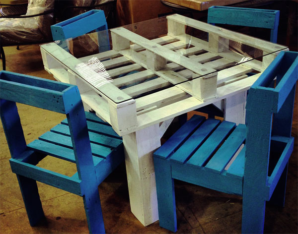 сделать стол из поддонов