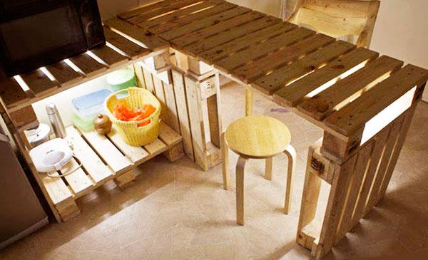 стол деревянных поддонов