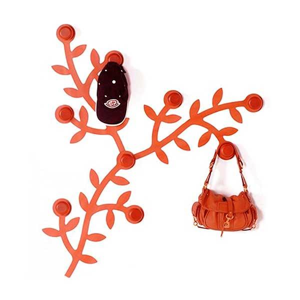 рисованная вешалка для одежды