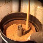 печь на опилках из бочки