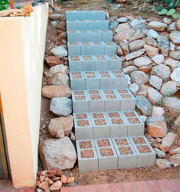 сделать лестницу из бетонных блоков