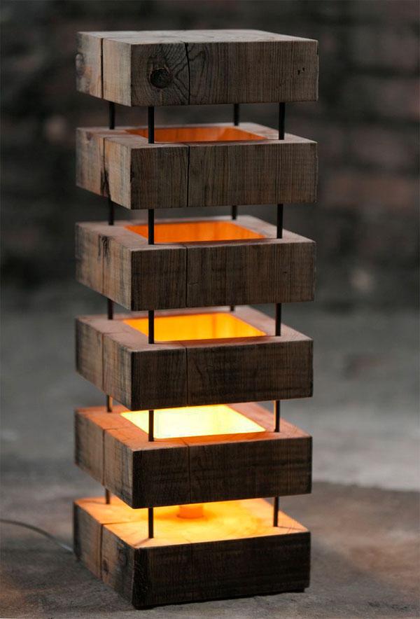 настольный светильник из дерева