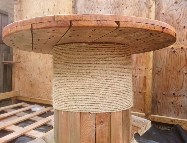 сделать стол из катушки