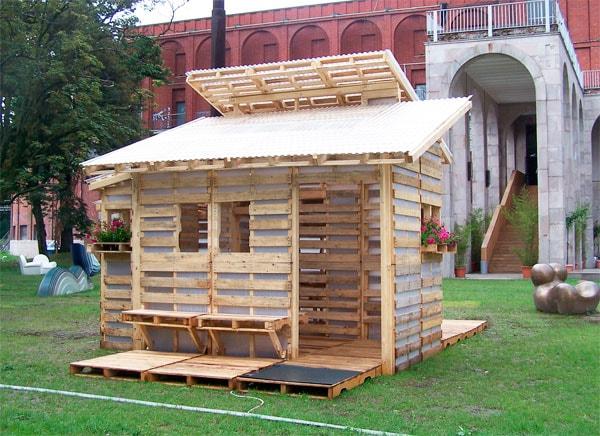 дача из деревянных подонов