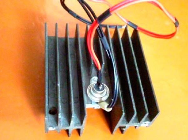 тиристор на радиаторе
