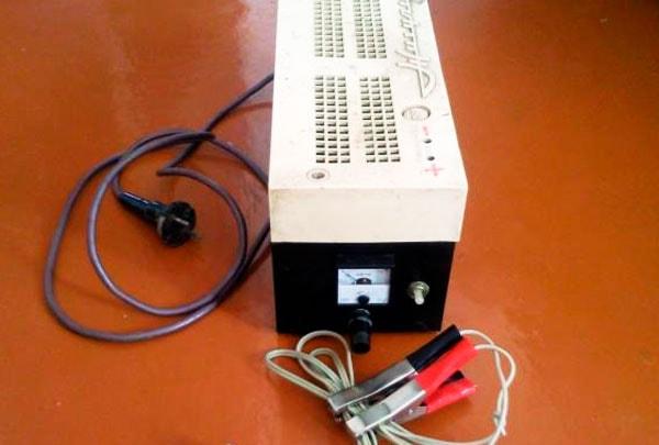 зарядное устройство для аккумуляторной батареи