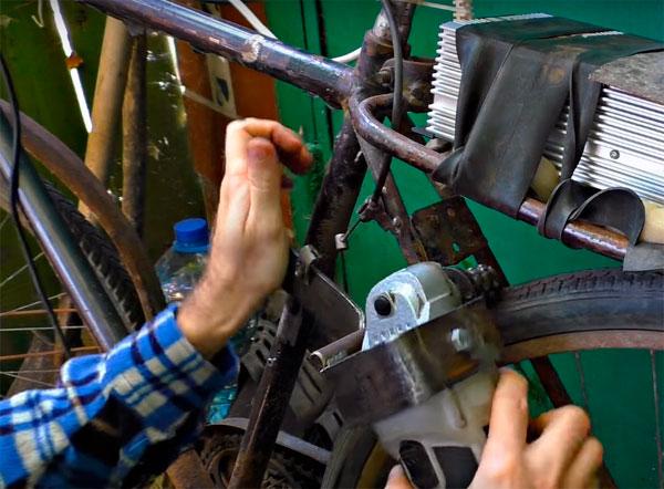 велосипед с мотором болгарки