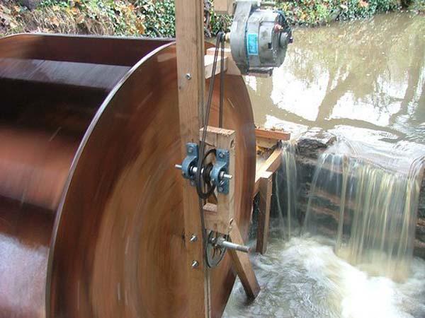 самодельная мини Гидроэлектростанция