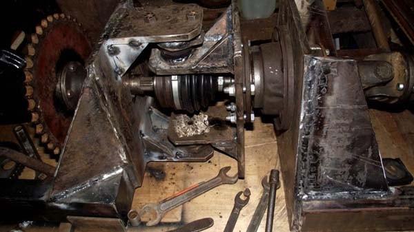 узел поворота рамы трактора