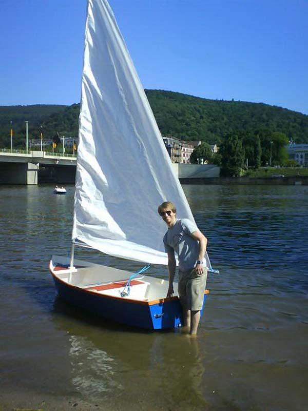 Лодка под парусом своими руками