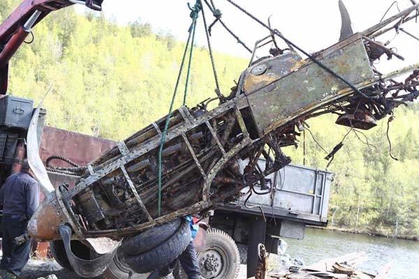 подъём самолёта из озера