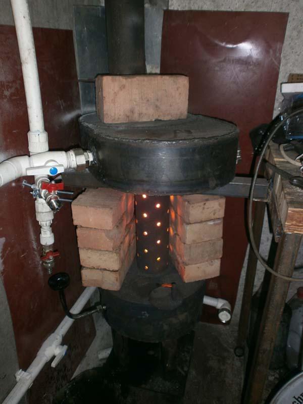 Печь на отработке с водяным контуром в гараже