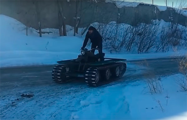 """Мотоцикл """"Урал"""" на гусеницах"""